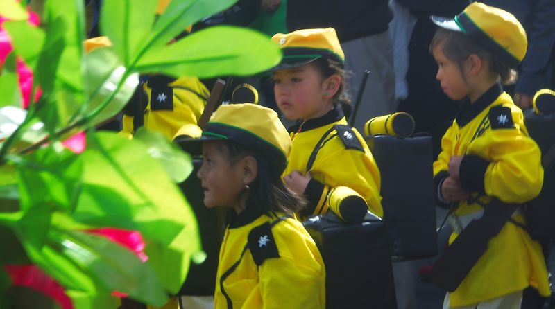 Kindergartner soldiers in yellow, el dia de la patria